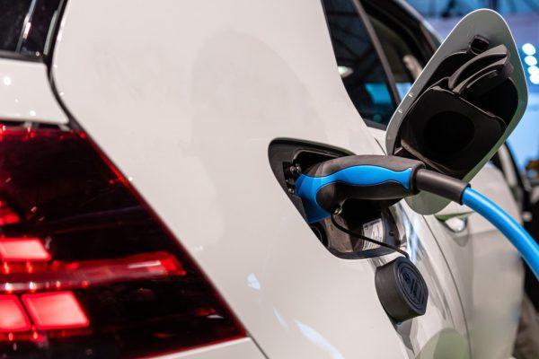 Electric Car Accidents / Ayuda de Accidentes de Auto con Los Abogados de Accidentes Costa Mesa
